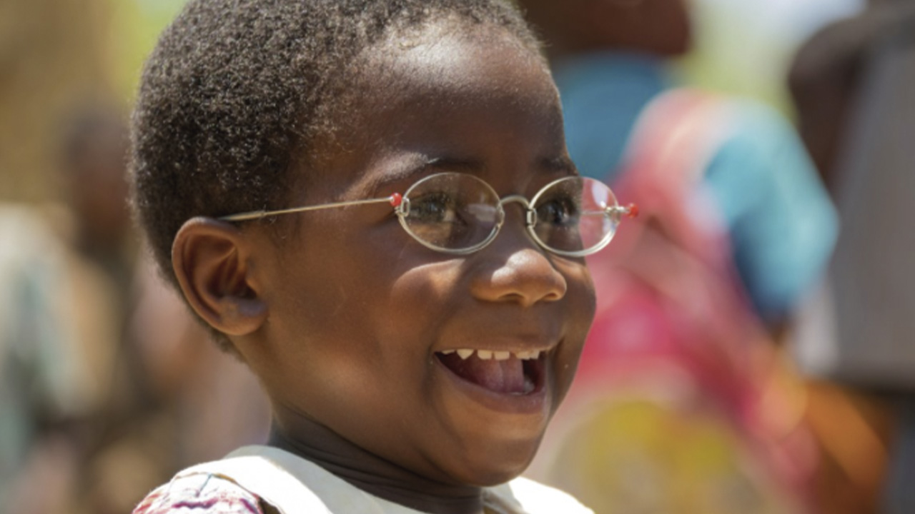 ULMA collects glasses to send to Senegal