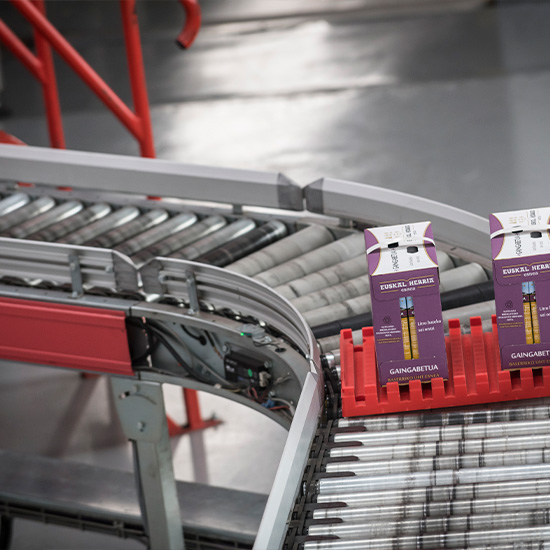 Lightweight load conveyor - High flows of up to 2,500 boxes/hour